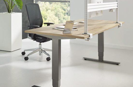 Büroeinrichtung Beispiel mit höhenverstelbaren Schreibtisch