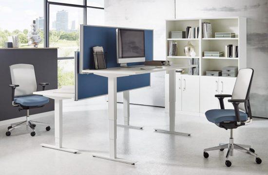 Homeoffice Einrichtung mit höhenverstellbaren Schreibtisch